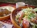 料理メニュー写真カレーとベーコンサラダセット
