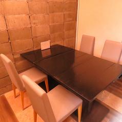 6席のテーブル席です。(ランチタイムのみ)