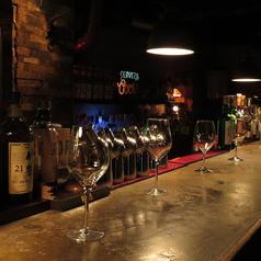 ≪トリップハイ≫のカウンター席は6名様。≪キャラメルカフェ≫と雰囲気がガラリと変わりますので、ご利用シーンに合わせてお選びください。
