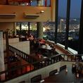 アジアンテイストの雰囲気漂う展望レストラン『ロータス』。大パノラマの窓からは昼は長崎港の陽光、夜は美しい夜景を見ながらおいしい料理を楽しめる