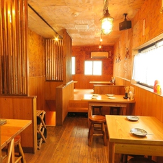 木目調のテーブル席は2Fにご用意☆各種ご宴会や打ち上げなどにお使いくださいませ♪