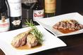 豊富な料理メニュー、オマール海老・仔羊・フランス産ブランド牛のステーキなどワインと一緒にお召し上がりください。