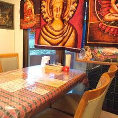 広めのテーブル席で小宴会♪最大50名まで収容可能なので、どうぞお気軽にお問合せください♪