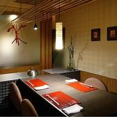 【大晋 たいしん】木のぬくもり、竹の清々しさ。ゆったりと落ち着ける和風モダンな一室です。和の趣がありながら楽に過ごせる椅子席は、どなたにもくつろぎやすいスタイル。接待のお席はもちろん、ご両親とのご会食などにもおすすめのお部屋です。
