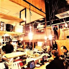 目の前の豪快な調理を酒の肴に一杯楽しめます♪賑やかなカウンター席は全12席!お一人様でのご利用も大歓迎!お待ちしております!デートや仲の良い友人とのサシ飲みなど、2名様はこちらのお席がおすすめです!産地直送の新鮮な海鮮と日本酒をコスパ抜群で楽しむなら、当店がおすすめです!各種飲み会にご利用下さい!
