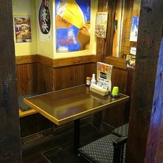 【テーブル:3名席(2卓)】レトロな内観なのでお酒好きの女性にも人気◎デートにおススメです。その他、宴会・一次会・二次会・同窓会・歓送迎会などにどうぞ♪混雑時は2時間制となります。ご了承ください。