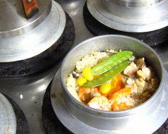 料理メニュー写真五目、かき、とり、かに、山菜、鯛、小柱、ほたて、うなぎ、豚の角煮