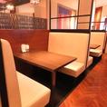 【両側ソファー席】長時間座っても疲れにくいイスでお食事をごゆっくりお楽しみください。