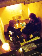 カップルに大好評!!仕切りが付いている、2名様用のお席もございます♪距離が近くてちょっとドキドキ…。美味しいお料理とお酒を、お2人だけの空間でお楽しみください♪