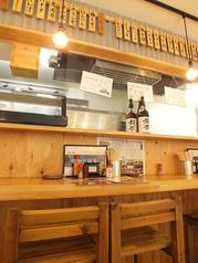 【串カツ田中 高崎駅 西口店】ではお1人様でも気軽にご利用いただけるカウンター席もございます。お席を近づけて2,3名様でのご利用にも最適です。