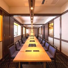 ほっこりした落ち着いた雰囲気のテーブル個室。人数に応じてレイアウト変更できますので、お気軽にお問い合わせ下さい。