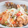 料理メニュー写真【一番人気】鶏っく特製自慢のもも唐揚げ