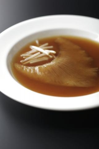 """""""王道主義""""を掲げる本格上海料理店"""
