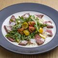 料理メニュー写真宮崎和牛 ひなた牛のロースト サラダ仕立て トリュフオイル