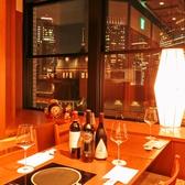 東京駅目の前なので窓側のお席からはライトアップされた東京駅が一望できます。非日常的な空間はデートや記念日などの特別な日のご利用にも◎日常の喧騒を忘れてゆっくりとお過ごしください。 東京駅/すき焼き/しゃぶしゃぶ/焼肉/接待/会食/個室/宴会/貸切/デート/和食/伊勢肉/ステーキ/ランチ/老舗/地酒/日本酒/焼酎/夜景