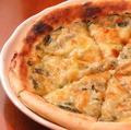 料理メニュー写真釜揚げしらすと生海苔のピザ