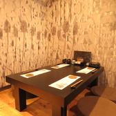 4名様や8名様などの会社帰りやお仲間内の宴会はテーブル席を是非ご利用ください。