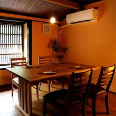 個室5~6名高瀬川を眺めらるお席です。