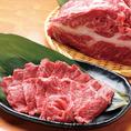 【其之二】高知赤牛⇒シンプルに焼きで素材の味を☆赤身の部分とサシの部分のバランスがとてもよく、ジューシーな味わいながらヘルシー。オススメの一品です。