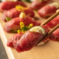 料理メニュー写真肉寿司3貫