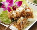 料理メニュー写真鶏の唐揚げ薬味ソース/鶏手羽のスパイシー揚げ
