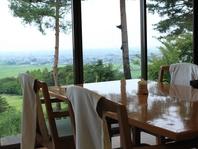 眺めの良い席でのお食事は絶品!