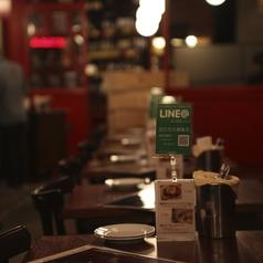 カジュアルなテーブル席は少人数~大人数でもOK!