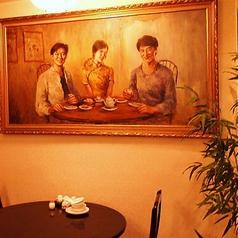 貴重なアンティーク調の店内にジャッキー・チェンさんも微笑んでいます☆