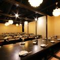 お部屋紹8 50名以上個室(※フロア貸切)企業宴会にご利用いただける宴会には大変オススメなお席となっております。そのほかの各種宴会にも対応しておりますのでお気軽にお問い合わせください