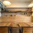 ◆合コンや飲み会に最適♪◆ベンチテーブル席。テーブルを繋げて大テーブルに変更も可能。幅広いシーンでご利用いただけます♪