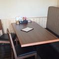 半個室の4人掛けテーブル席です。