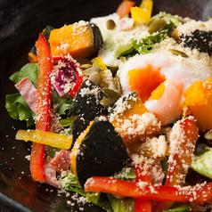 カボチャと温玉のシーザーサラダ