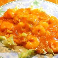 定食はご飯・スープ・サラダ・杏仁豆腐おかわり自由!