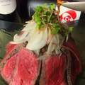 料理メニュー写真国産赤身肉のローストビーフ風 てんこ盛り (2・3人前)