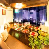 少人数向けの個室はやさしい照明で落ち着けるお席となっております。優雅なプライベート空間で上質なひとときをお過ごしください。飲み会やデート、接待など多様なシーンにご利用頂けます。