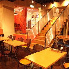 中央には階段のバージンロードあり!ブライダルの演出や余興などにお使いいただけます。