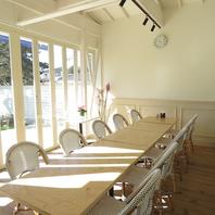 12名様までの個室は白を基調にしたエレガントなお部屋!