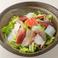 料理メニュー写真海鮮サラダ(海の幸が一杯)