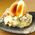 料理メニュー写真燻製半熟玉子のポテトサラダ