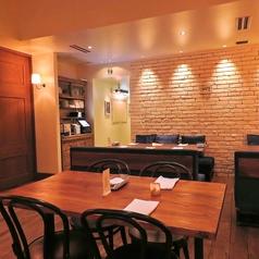 【テーブル席】プライベート空間を演出できるテーブル席。壁の装飾や照明など、インテリアにもこだわった当店で女子会や合コンはいかがですか♪様々なタイプのお席をご用意しておりますので、様々な用途にお使いいただけます★