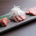 料理メニュー写真松阪牛タン盛り合わせ
