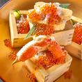 贅沢にウニ・ボタン海老・時鮭などを乗せた升飯に蟹やイクラをぶっかけます♪『よいしょ~!』の掛け声をご唱和ください!漁港直送の本物の味を味わえるのはきたいち酒場だけ☆