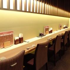 【カウンター】カウンター専用の空間。両サイドに8席ずつお席があります