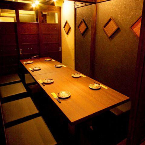 【宴会個室】2名様~60名様まで様々なタイプの使いやすい個室を完備しています♪周りを気にせずに九州料理、鮮魚に舌鼓。写真は8名様個室。飲み会にも最適です♪