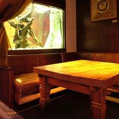 古代魚が泳ぐ特別な空間!カーテン半個室!2名~4名様まで!多彩なシーンでご利用いただけます♪