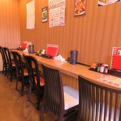 【カウンター×6席】仕事帰りのお一人さまも大歓迎♪人気のカウンター席も完備しております。ハイボールが1杯180円と驚愕のコスパ!仙台駅前の人気の中華料理店。本場中華料理をぜひご賞味ください!