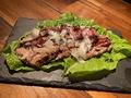 料理メニュー写真マグロのホホ肉炙りステーキ