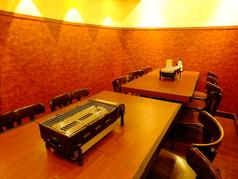 一番人気の地下個室!6名様用のテーブル二つあります!