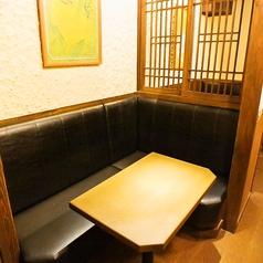少人数様向けのお席もカウンタータイプ、テーブルタイプ、掘り炬燵タイプなど種類豊富にご用意しております!