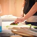熟練の職人が、真心込めて仕上げる素材味をいかした料理を、心ゆくまでご堪能ください。